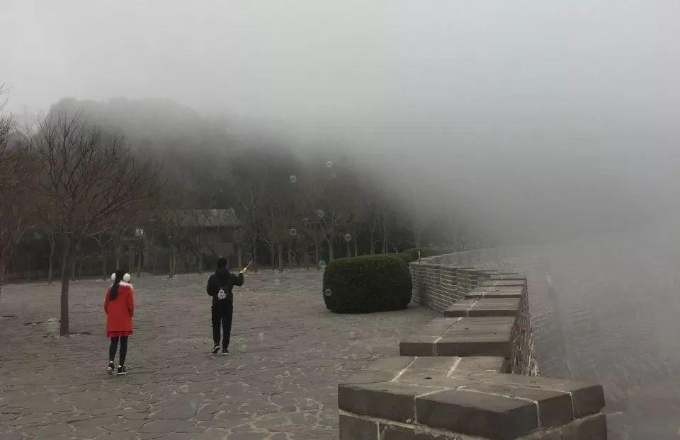 大雾下的蓬莱阁景区