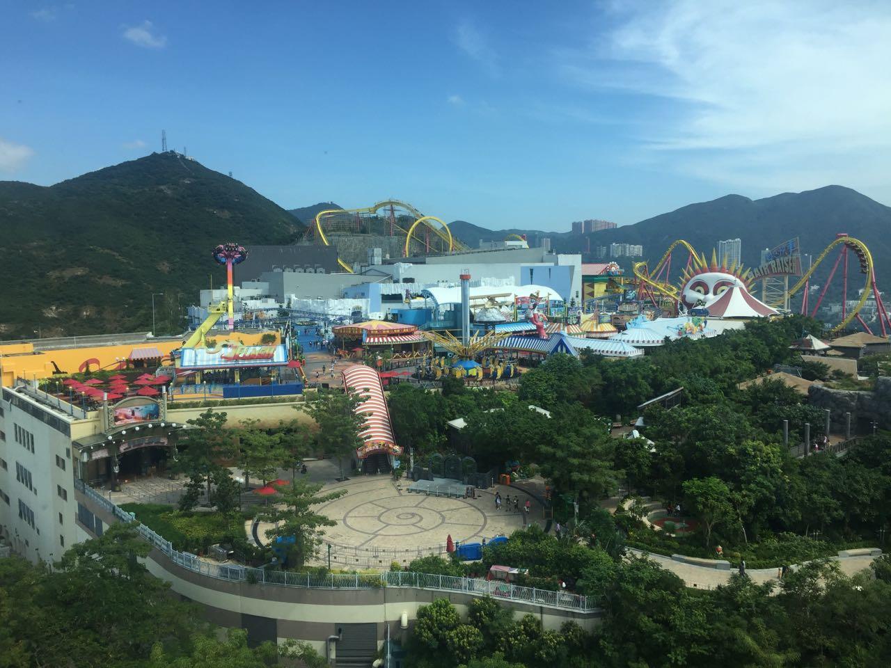 俯视海洋公园的游乐场